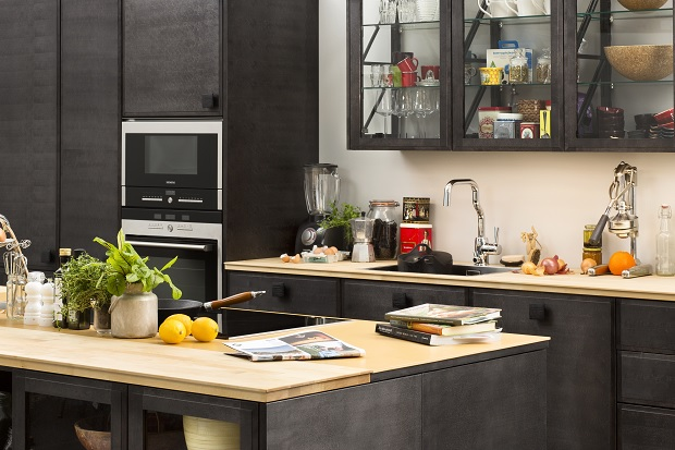 Mer miljövänliga kök. Puusteli till exempel har satsat på keramiska bänkar, folderbyggda luckor, giftfria färger och lacker samt en stomme i biokomposit.