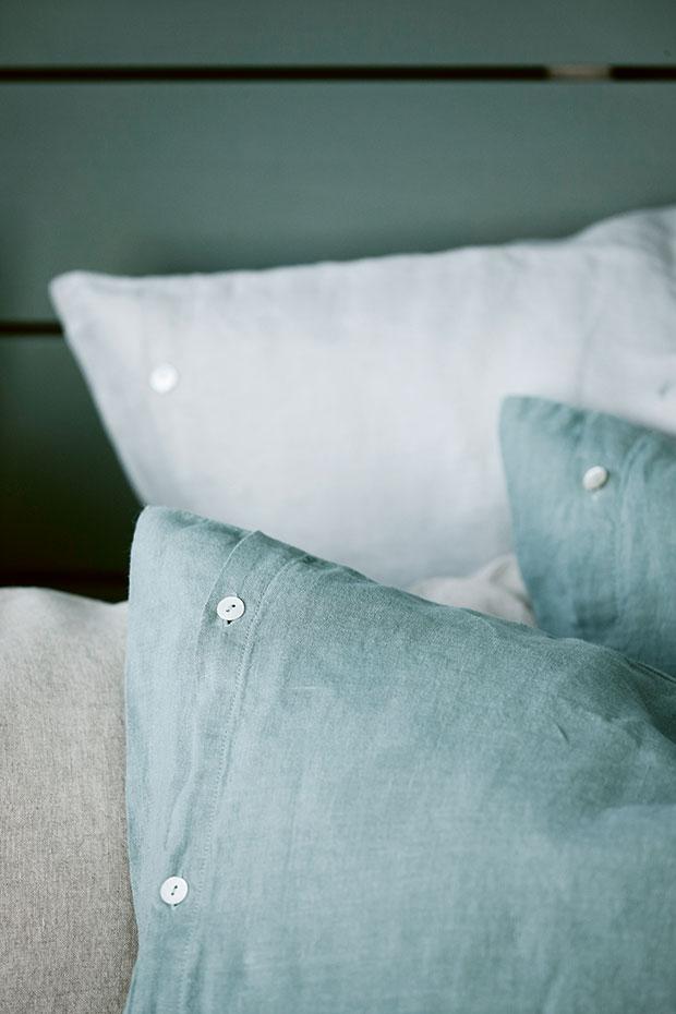 Klassiskt linne är ett material som aldrig går ur tiden. Kuddar från Norrgavel.